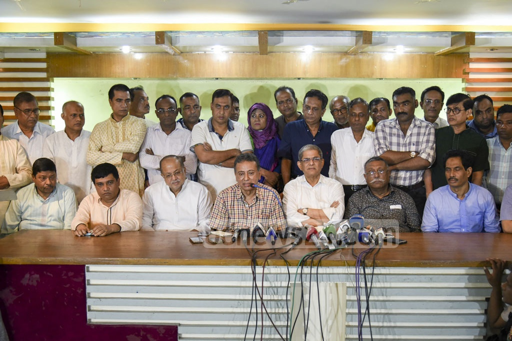 Senior BNP leader Amir Khosru Mahmud Chowdhury speaks at a media briefing in Chittagong after a party delegation he was part of came under an attack in Rangunia on Sunday.