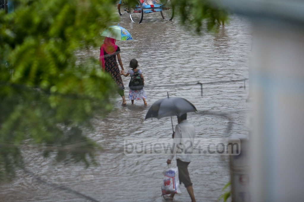 A street in Dhaka's Mohammadpur goes under water after heavy rains on Monday. Photo: asaduzzaman pramanik