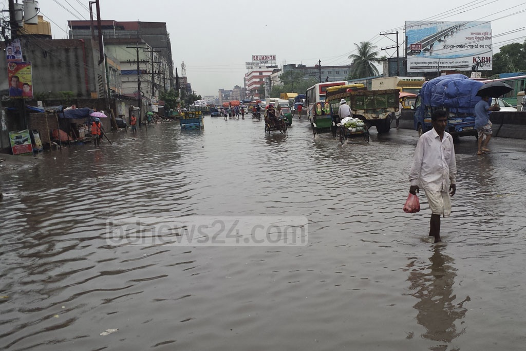 A section of the Dhaka-Mymensingh Highway was flooded after heavy rains resumed on Monday.