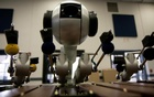 This robot uses AI to write and play own music