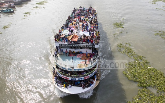 Launches are taking passengers beyond their capacity by unlawfully carrying them on the rooftop as rush peaks ahead of Eid-ul-Fitr. This crammed passenger ferry was snapped at Buriganga Bridge near Sadarghat pier on Friday. Photo: mostafigur rahman