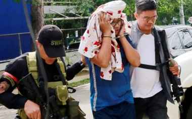 Police escort one of the Maute brothers, Mohammad Noaim Maute, alias Abu Jahid, who was arrested at a checkpoint, in Cagayan De Oro city, Philippines Jun 15, 2017. Reuters File Photo