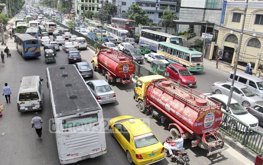 Traffic snarl at Kazi Nazrul Islam Avenue on Saturday though Dhaka largely empty as many head back to hometown ahead of Eid. Photo: asif mahmud ove