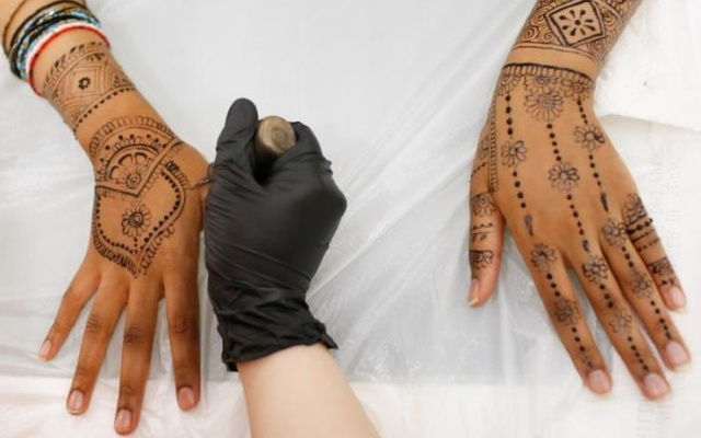 Henna is applied to the hands and arms of a Muslim female customer at the Le'Jemalik Salon and Boutique ahead of the Eid ul-Fitr Islamic holiday in Brooklyn, New York, US, June 21, 2017. Reuters