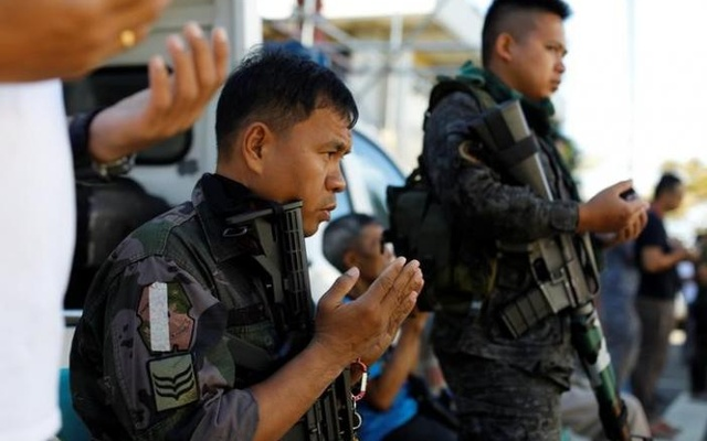 Philippines police pray outside a mosque in the city hall compound in as government forces continue their assault against insurgents from the Maute group, who have taken over large parts of Marawi City , Philippines Jun 25, 2017. Reuters