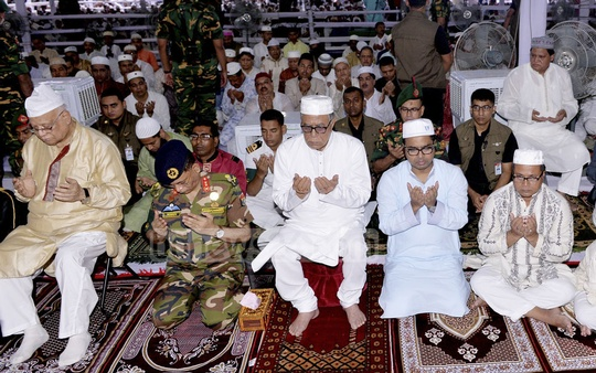 Finance Minister AMA Muhith (L), President Md Abdul Hamid (centre) and Dhaka South Mayor Sayeed Khokon (second from right) attend Eid prayers with their security details at National Eidgah on Monday. Photo: PID