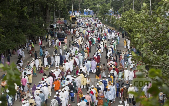 Worshippers queue up in front of Dhaka's National Eidgah on Monday. Photo: mostafigur rahman