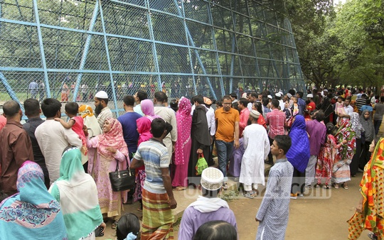 Mirpur zoo visitors crowd in front of the monkey cage on Tuesday. Photo: asif mahmud ove