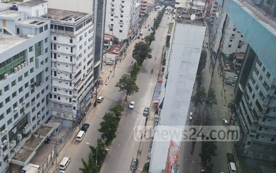 Streets of Dhaka are without the regular traffic jams on the first working day after Eid-ul-Fitr holidays on Wednesday. Theere were far fewer vehicles than normal due to the closure of CNG refuelling stations. This photo shows an almost empty street in Mohakhali. Photo: abdul mannan