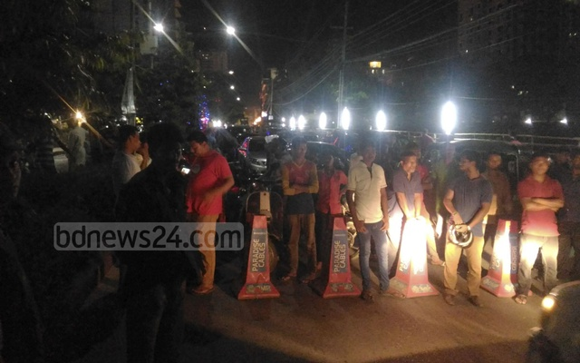Jul 1, 2016. The month of Ramadan was coming to an end. Gunfire was reported inside Dhaka's diplomatic district. As reporters rushed to the spot, they noticed a road block at Gulshan-2. Police personnel around it said something big is happening.