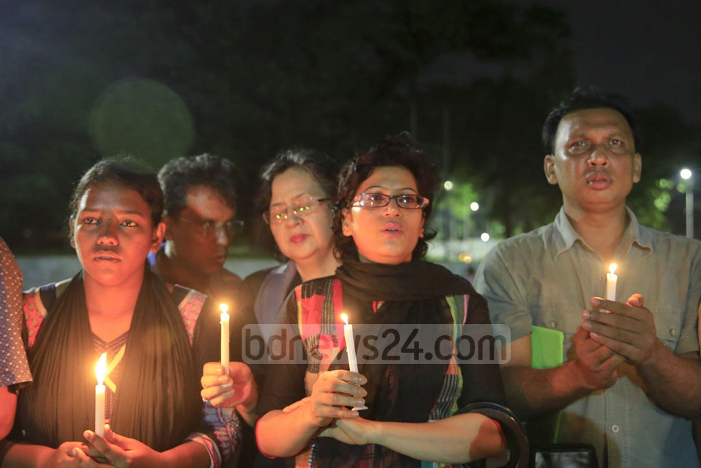 Candles were lit for the victims during a gathering organised at Central Shaheed Minar by Sammilito Sangskritik Jote onJul 3.