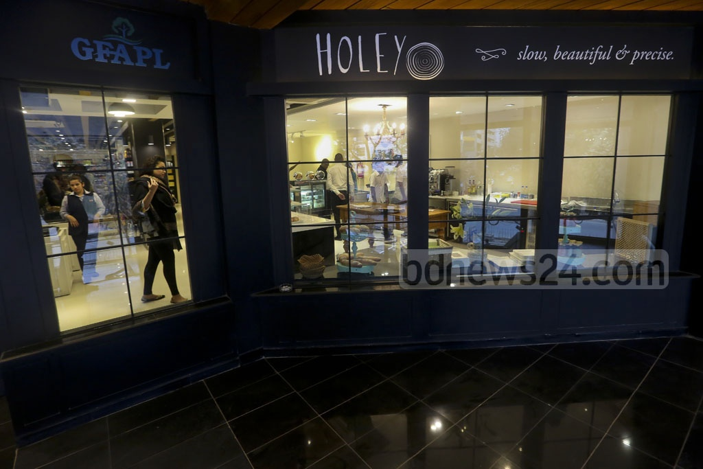 Holey Artisan reopens in a smaller, but more fortified location six months after the massacre. The eatery is now located inside the Rangs Arcade building on Gulshan Avenue.