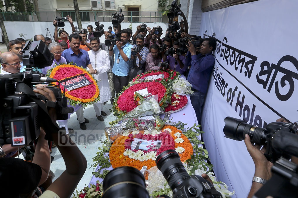 A BNP delegation led by Senior Joint Secretary General Ruhul Kabir Rizvi paid respect to the Gulshan cafe attack victims on its first anniversary on Saturday. Photo: asaduzzaman pramanik