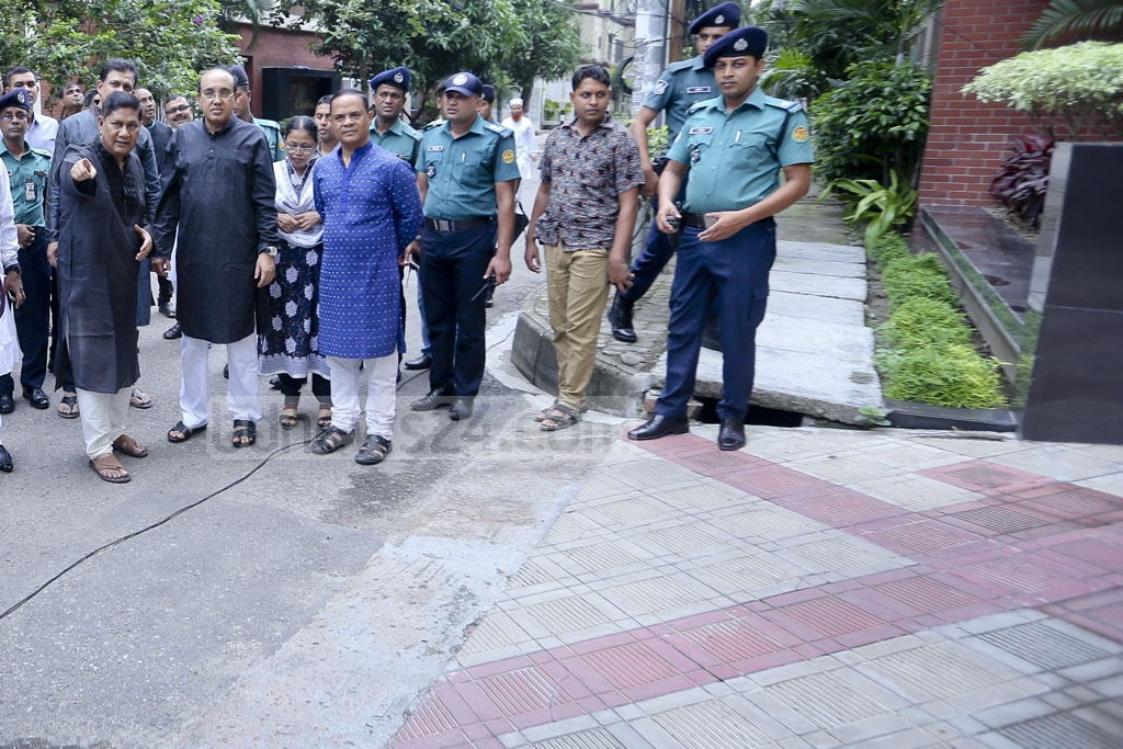 Dhaka Metropolitan Police Commissioner Asaduzzaman Miah recounts the Gulshan cafe attack during a visit to the carnage site on the first anniversary on Saturday. A total of 22 people, including 17 foreigners and two police officers, were killed in the massacre. Photo: asaduzzaman pramanik