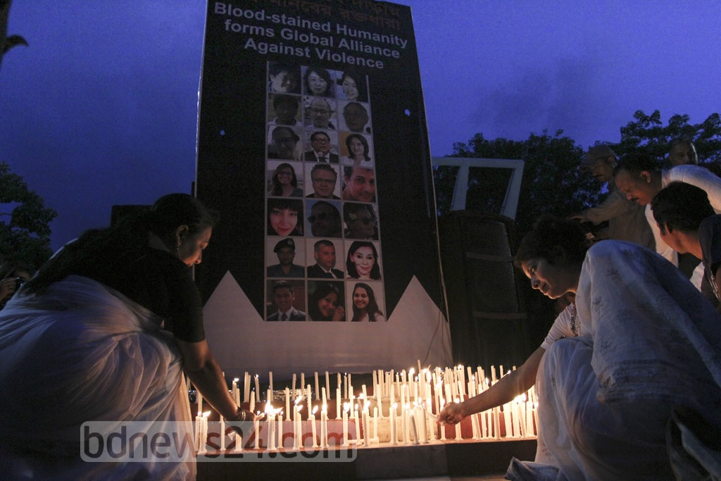Members of Sammilito Sangskritik Jote, the central platform of cultural activists  in the country, lit candles at the Central Shaheed Minar in Dhaka on Saturday in remembrance of the victims of the Gulshan cafe attack on the first anniversary.