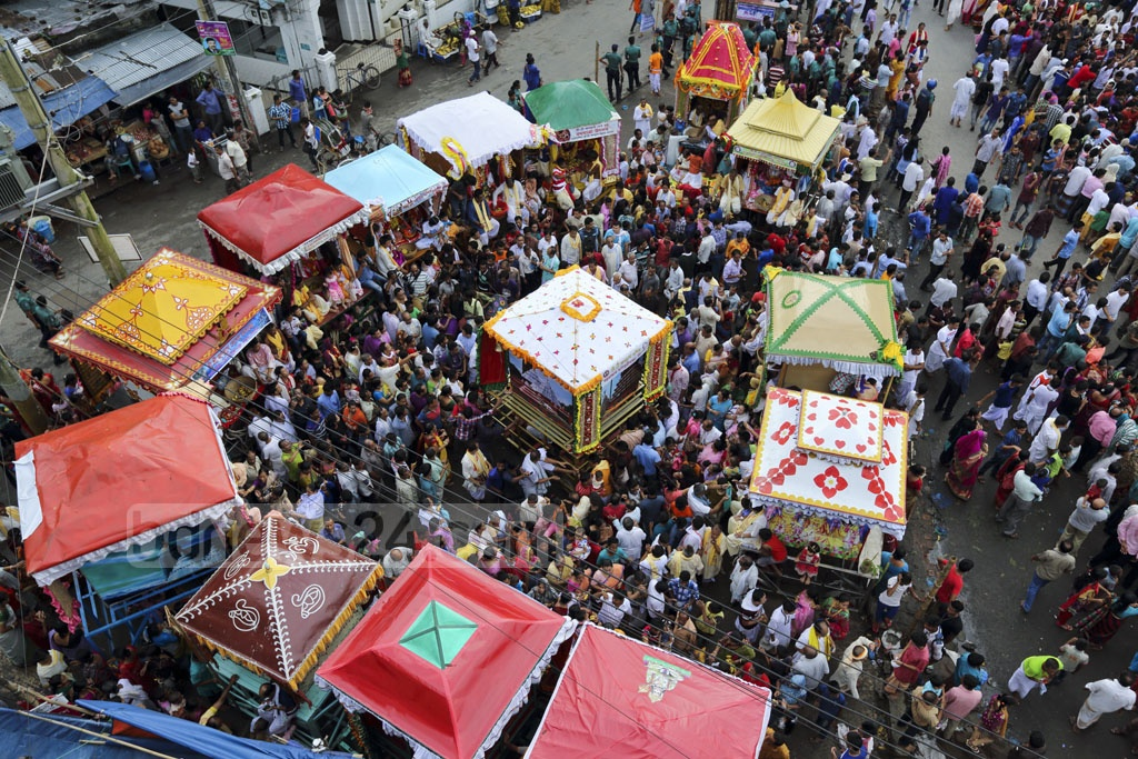 Ulto (reverse) Rath Yatra was celebrated in Bangladesh on Monday. Hindu devotees pulled the chariot of Lord Jagannath back to its original position eight days after Rath Yatra. The photos were taken in Sylhet. Photo: mostafigur rahman