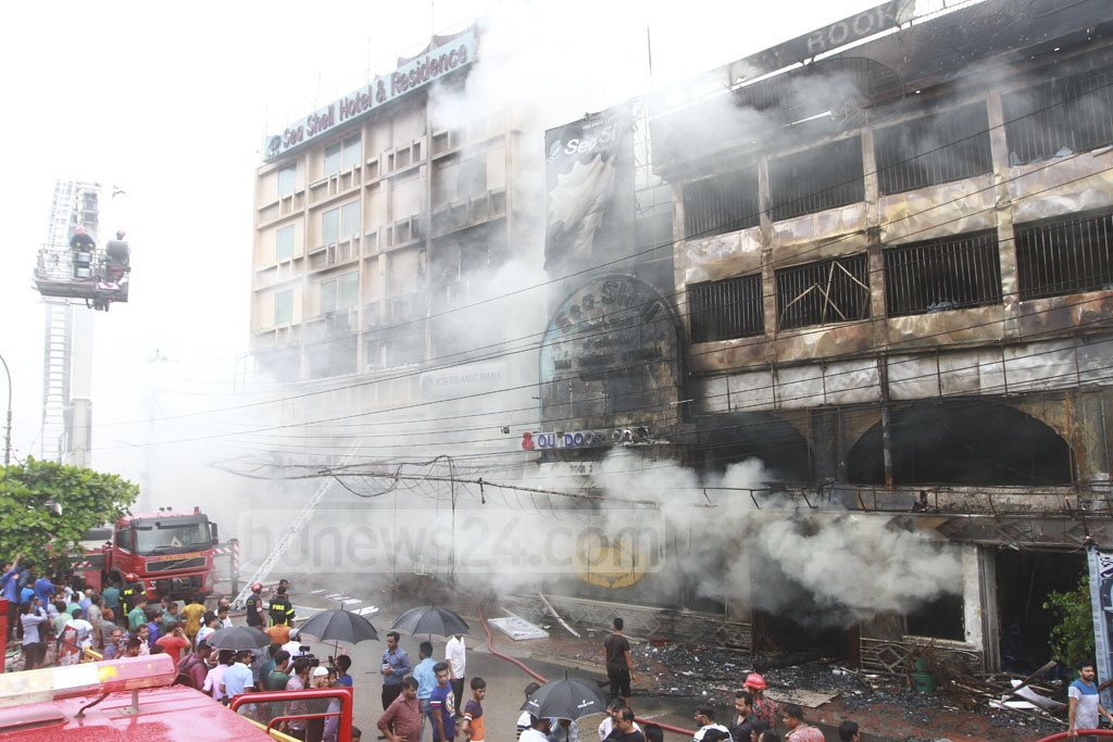 The fire spread to the adjacent six-storey building of Sea Shell Hotel & Residence where the two guests -- a man and a woman -- were found dead in a room. Photo: tanvir ahammed
