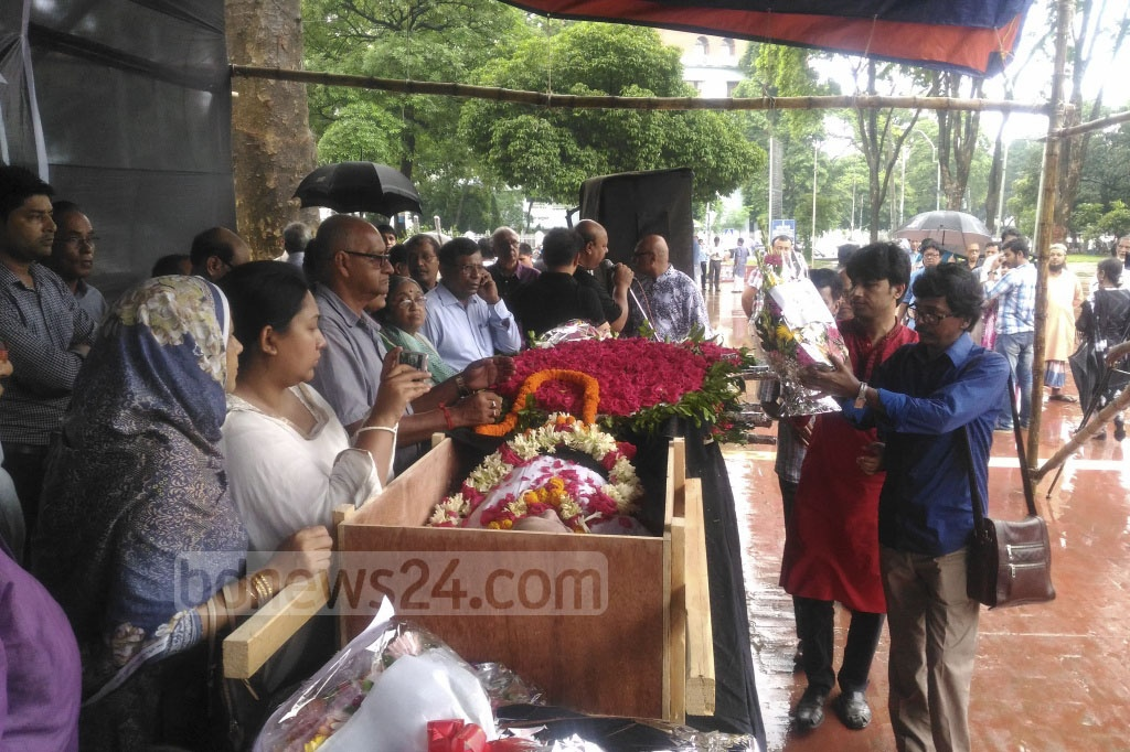 People from all walks of lives paid their last respects to musicologist Karunamaya Goswami on Monday at the Central Shaheed Minar in Dhaka. Photo: asif mahmud ove