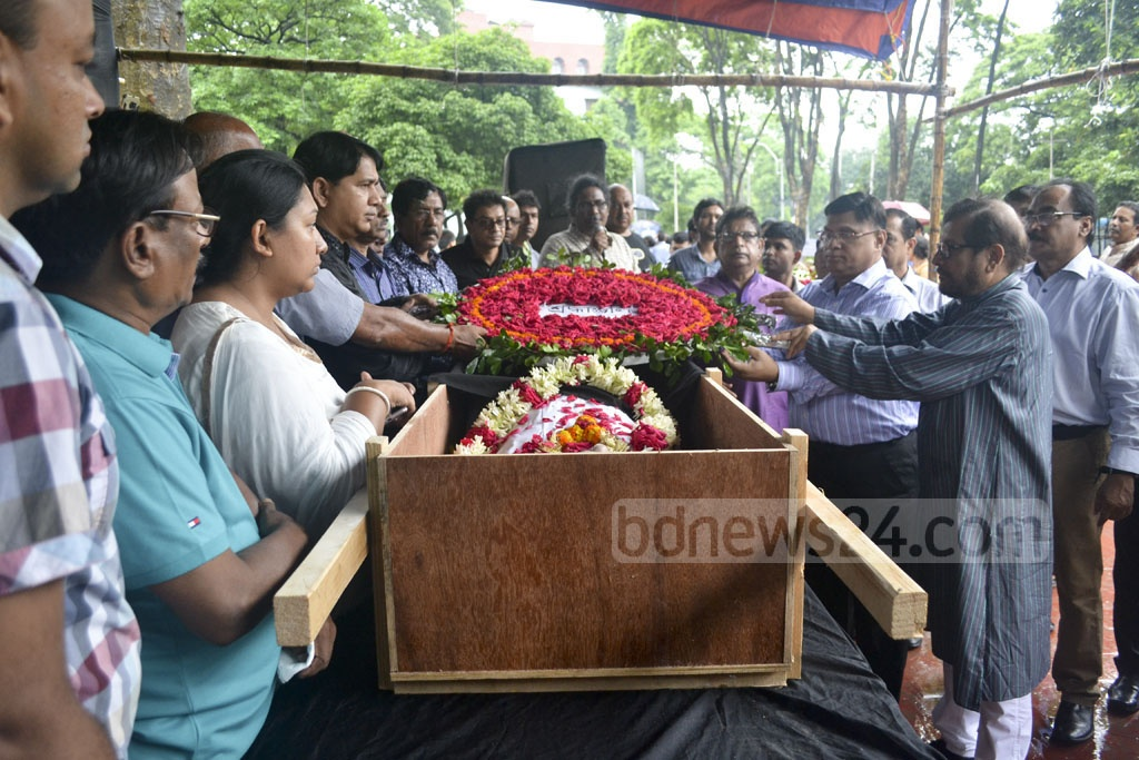 Different organisations place floral wreaths at the mortal remains of eminent musicologist Karunamaya Goswami at the Central Shaheed Minar premises in Dhaka on Monday. Photo: asif mahmud ove