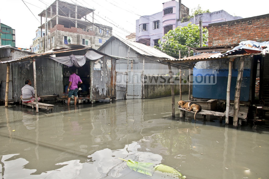 Most of the shops in Islambagh are closed, since customers have to wade through dirty water, sometimes waist-deep, to reach marketplaces. Photo: tanvir ahammed
