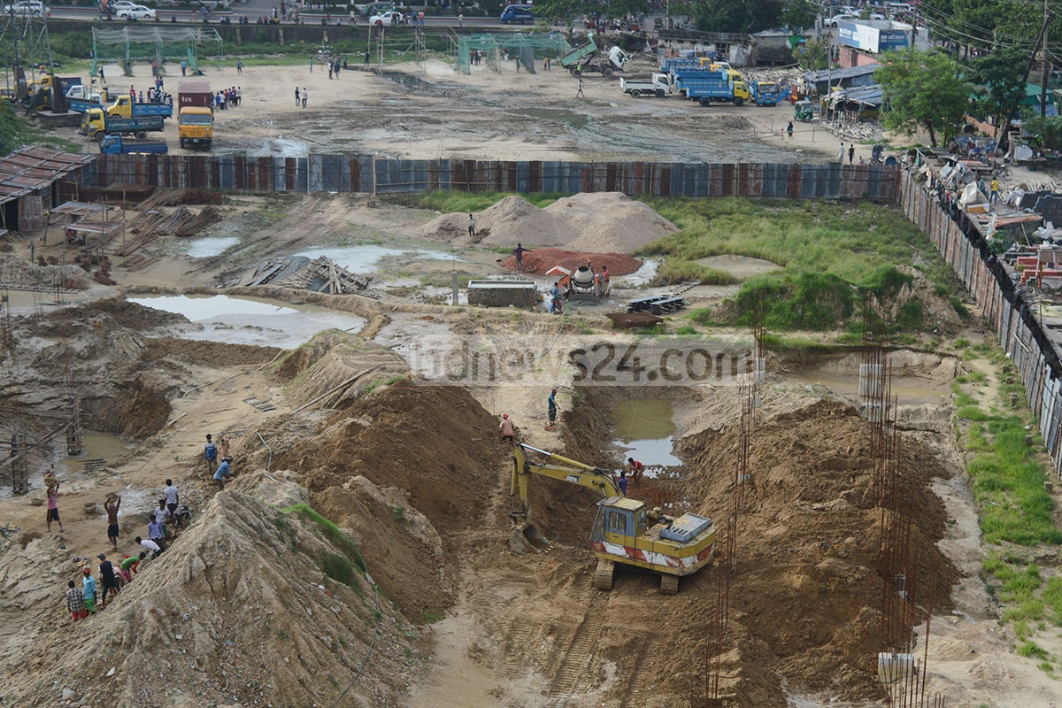 National Sports Council started constructing a swimming pool at the Chittagong Outer Stadium on Sunday, a month after the High Court halted the project, asking authorities why they should not protect the stadium. The status quo ended a week ago. Photo: suman babu