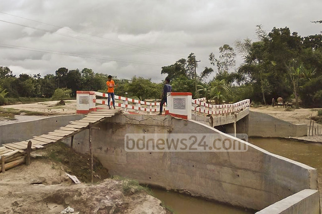 A newly built bridge on the Dhopachharhi canal developed cracks after flash floods on June 13, three weeks after the end of the construction and two days before inauguration. The photo of the broken bridge was taken on Sunday.