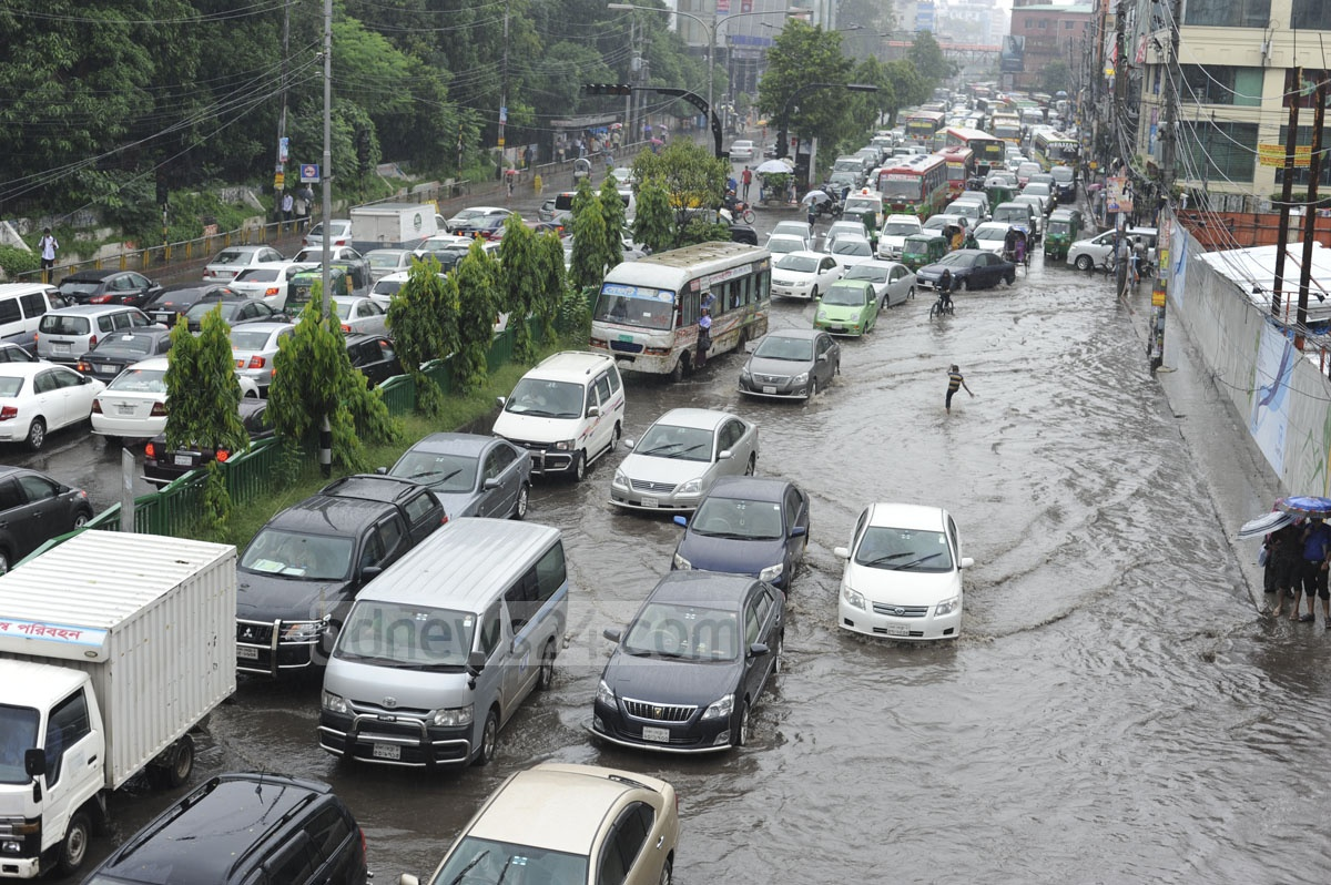 Rains on Tuesday left several key roads in Dhaka waterlogged causing traffic congestion. Photo taken from the Mirpur Road at the capital's Dhanmondi.