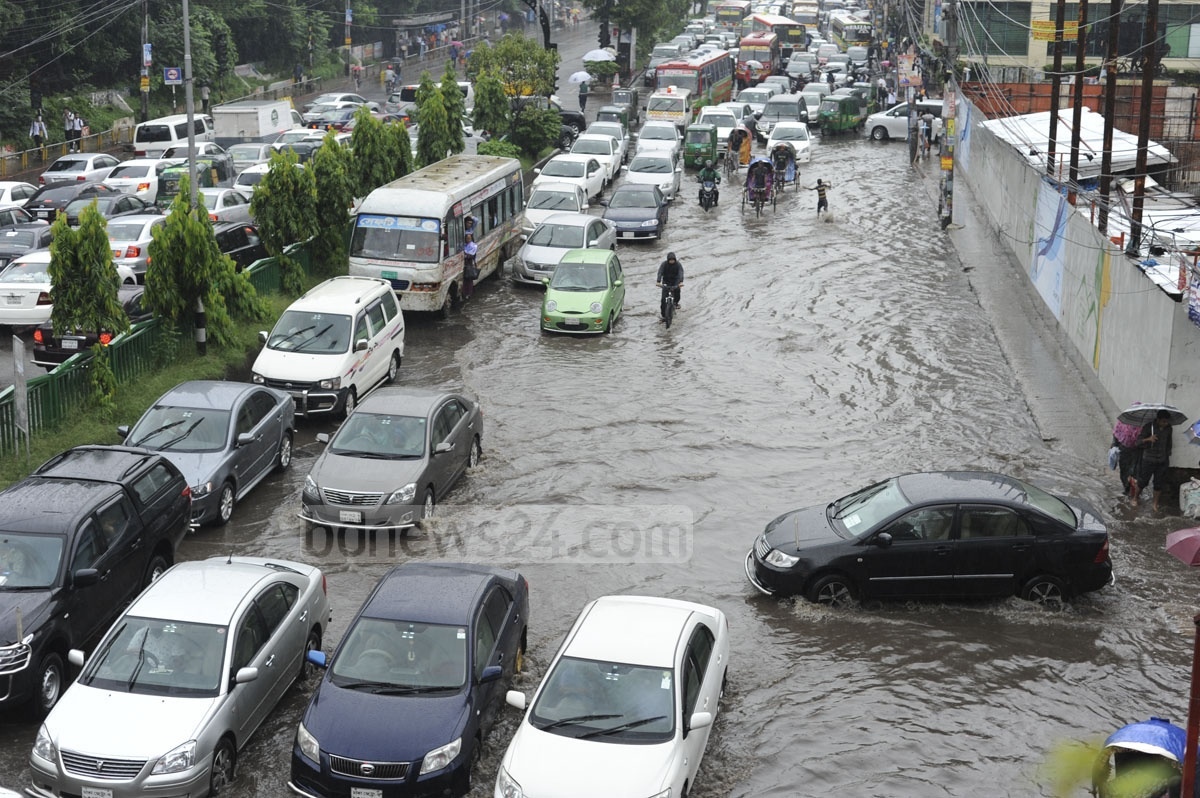 Incessant rains on Tuesday left several areas in Dhaka inundated. Photo taken from the capital's Dhanmondi area.
