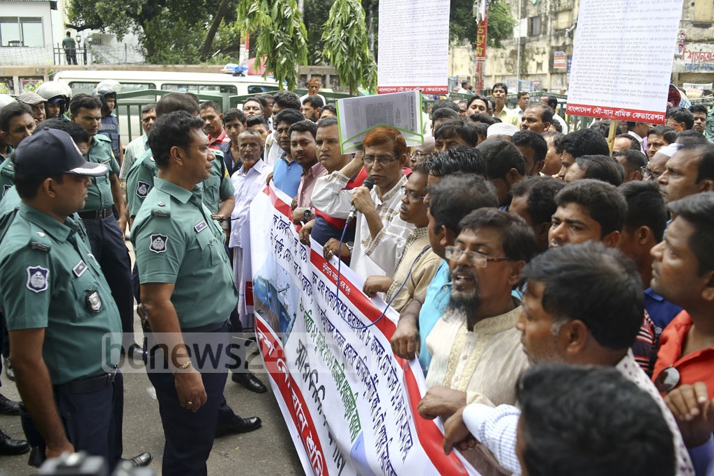 Police bar a rally of Bangladesh Water Transport Workers' Federation on Wednesday when it was marching towards the Prime Minister's Office to submit a memorandum of their 21-point charter of demands.