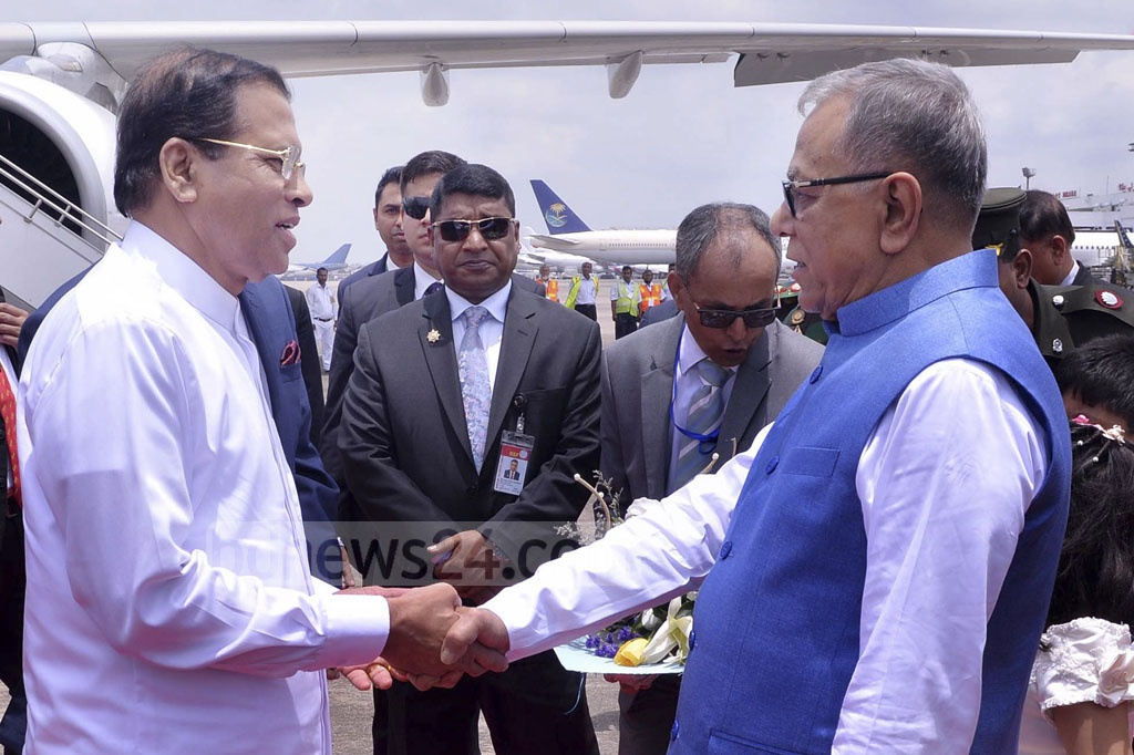 President Md Abdul Hamid receives Sri Lankan President Maithripala Sirisena at the Dhaka airport upon his arrival for a three-day state visit on Thursday. Photo: PID