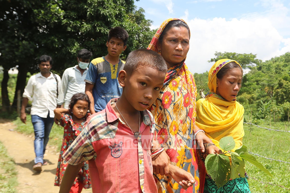 Children suffering from an unknown illness in a hilly village in Chittagong's Sitakunda were brought to Bangladesh Institute of Tropical and Infectious Disease at Fouzdarhat on Thursday for further examination. Photo: suman babu