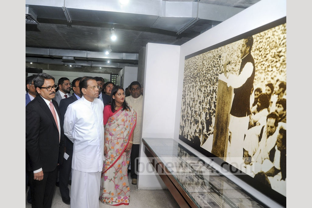 Sri Lankan President Maithripala Sirisena visits Bangabandhu Memorial Museum in Dhaka's Dhanmondi on Thursday. Photo: PID