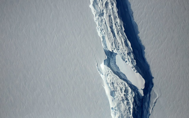 FILE PHOTO: An aerial view of the rift in the Larsen C seen in an image from the Digital Mapping System over the Antarctica Peninsula, Antarctica, on November 10, 2016. NASA's Goddard Space Flight Center/Handout via Reuters/File Photo