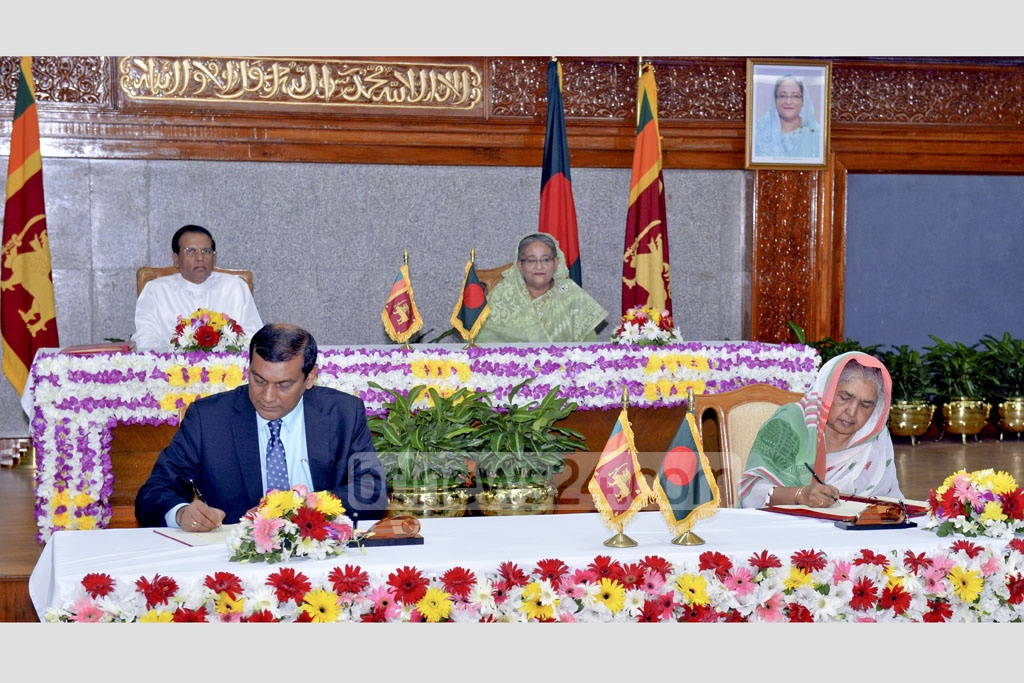 Sri Lankan President Maithripala Sirisena and Prime Minister Sheikh Hasina sign 14 contracts and agreement memorandums after a bilateral meeting in Dhaka on Friday. Photo: PID