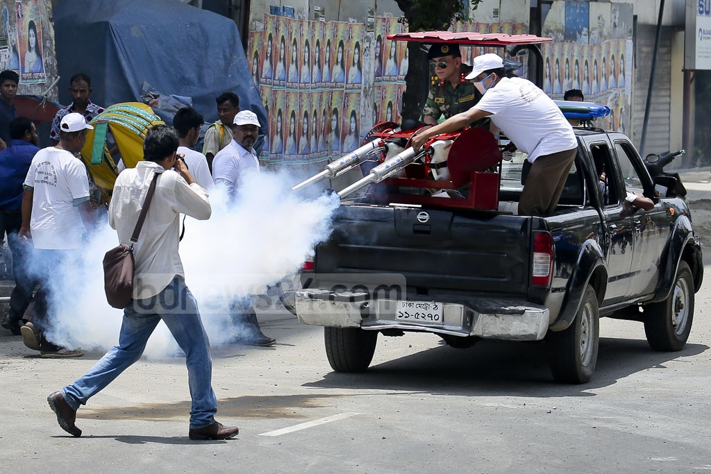 Insecticide is sprayed during a procession on dengue and chikungunya prevention in Dhaka's Gulshan-2 on Saturday. Photo: asaduzzaman pramanik