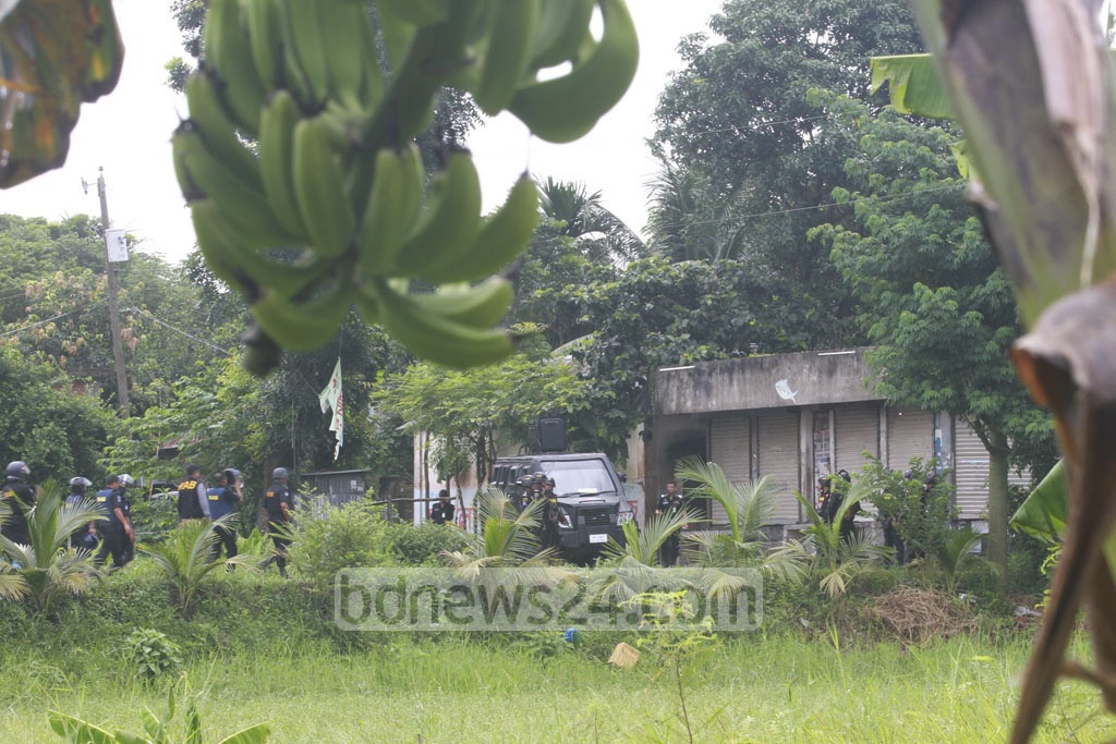 Four suspected militants surrendered after an 11-hour siege by the RAB to their hideout at Ashulia in Savar on Sunday.