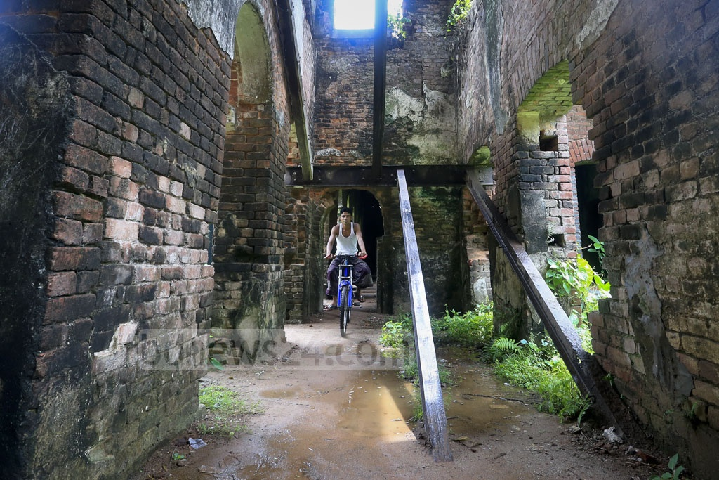 The staircases have been stolen as there is no one to look after the palace. Photo: asaduzzaman pramanik