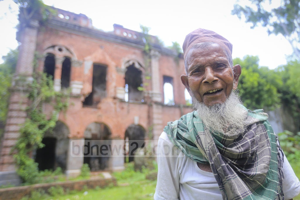 All his life, Bashir Mahmud, 100, has seen this palace standing on the bank of Kulik River and slowly go to rack and ruin. He thinks tourists will start coming again if the palace is renovated. Photo: asaduzzaman pramanik