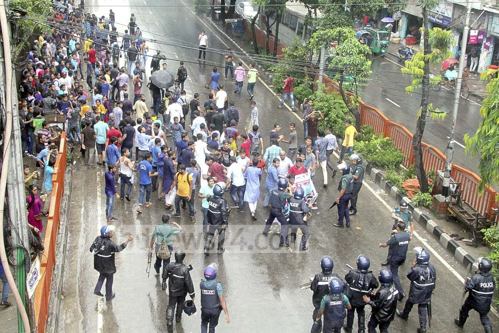 Police bar students of seven Dhaka University-affiliated government colleges from demonstrating for examination schedules at Shahbagh on Thursday.