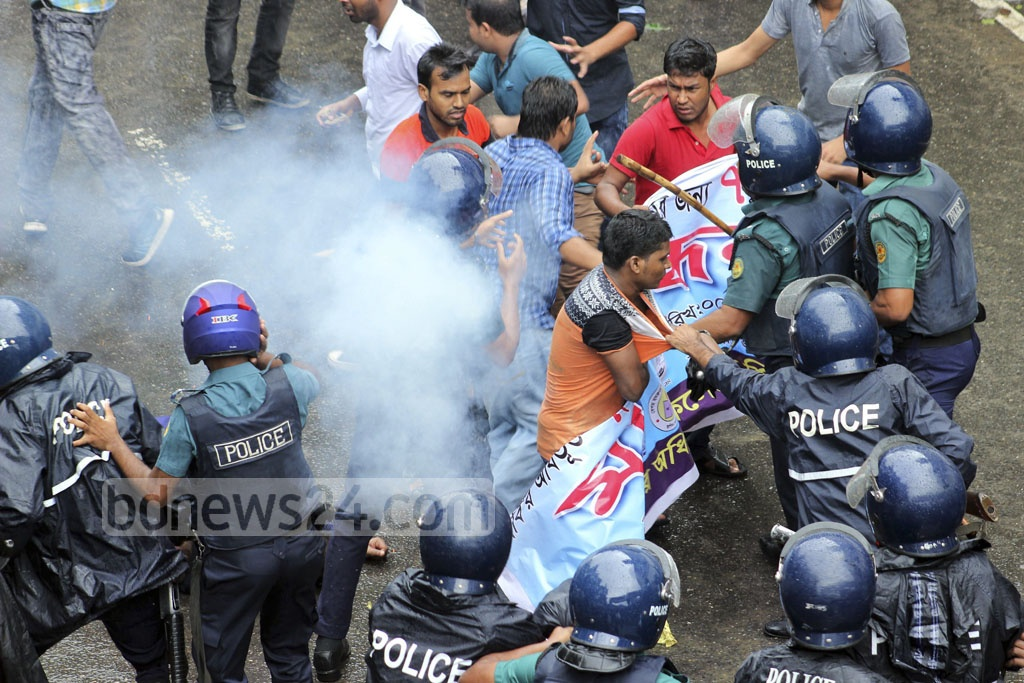 Police club and teargas students of seven government colleges affiliated with Dhaka University in a bid o disperse them for demonstrating in Shahbagh on Thursday demanding schedules of exams.