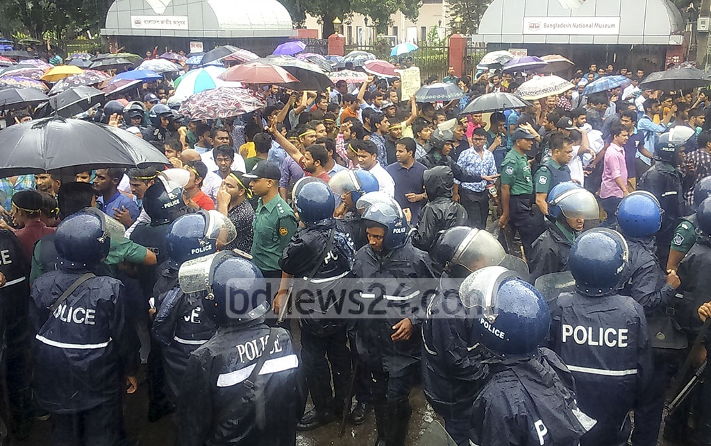 A clash breaks out between police and students from seven colleges affiliated with Dhaka University as protesters block traffic demanding the announcement of their exam schedules in Dhaka's Shahbagh on Thursday.
