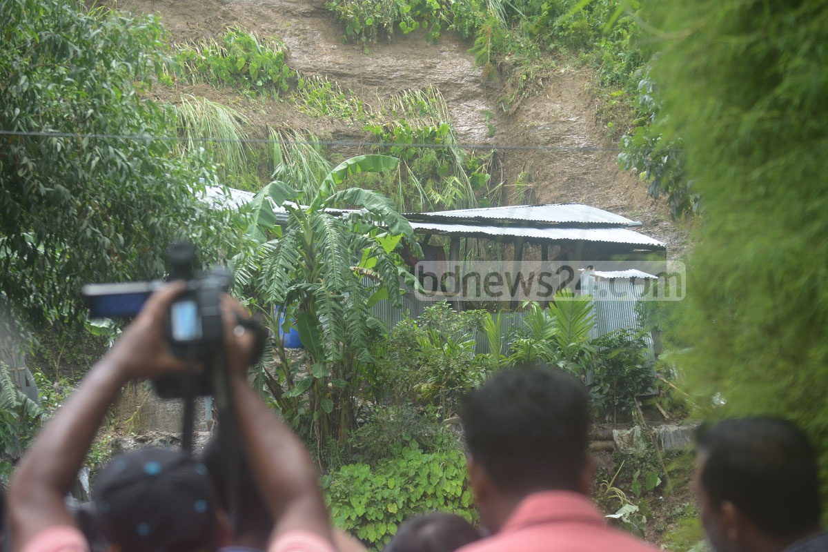 Five persons including three children have been killed in a landslide triggered by heavy rains at Sitakunda's Jangal Salimpur area in Chittagong in the early hours of Friday. Photo: suman babu