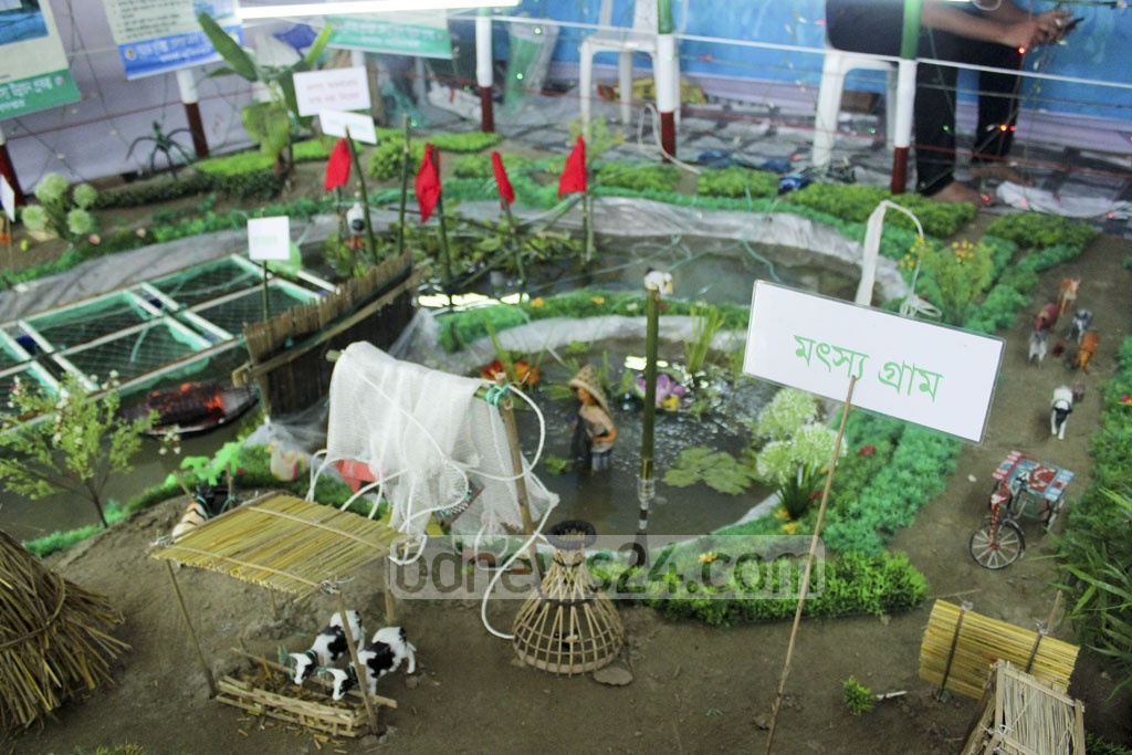 An installation shows how to build an ideal farm at a stall in the Fish Fair.