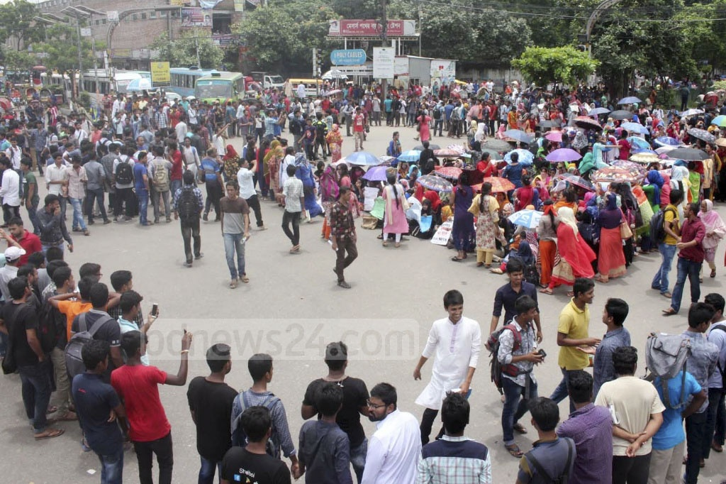 Students of the Dhaka College and Eden Womens' demonstrated at the capital's New Market area on Saturday in protest of 'police brutality' during Thursday's demonstration by students of seven DU-affiliated colleges.
