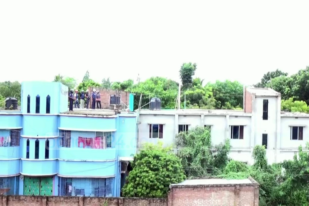 A raid on a suspected militant hideout unfolded in the southwestren district of Meherpur on Saturday.