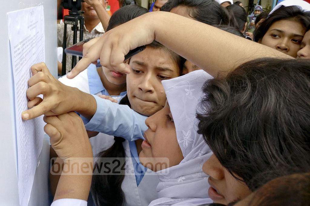 Students scan the HSC results board at Viqarunnisa Noon School and College on Sunday. Photo: asaduzzaman pramanik