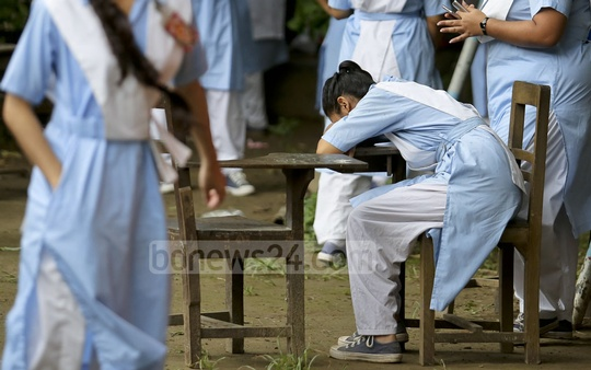 A student breaks down in tears after failing to secure her expected results at Viqarunnisa Noon School and College on Sunday. Photo: asaduzzaman pramanik