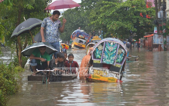 A perilous passage for vehicles wading through waist-deep water at Agrabad's Beparipara. Photo: suman babu