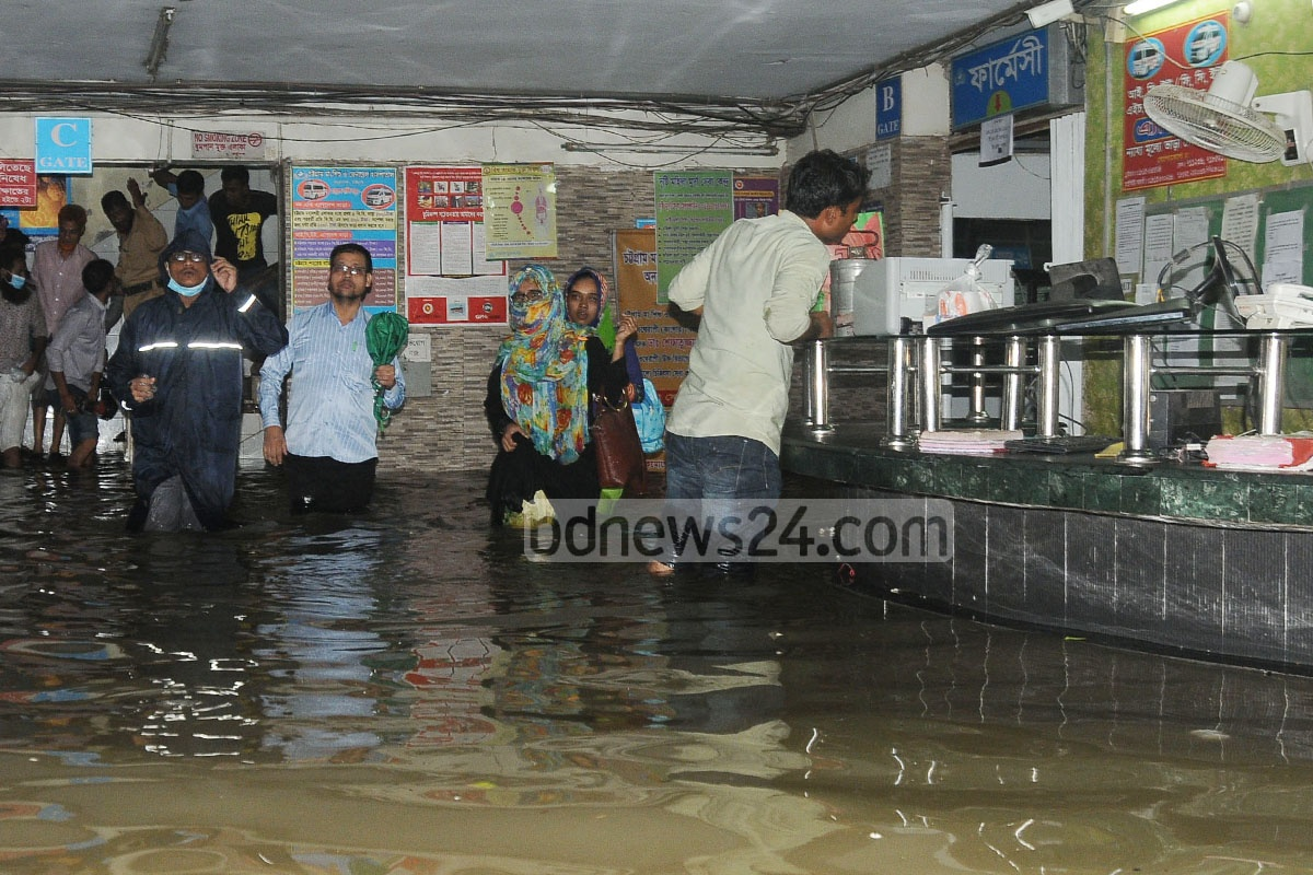 Health services suffer as rainwater submerges the Chattagram Maa-O-Shishu Hospital Medical College. Photo: suman babu