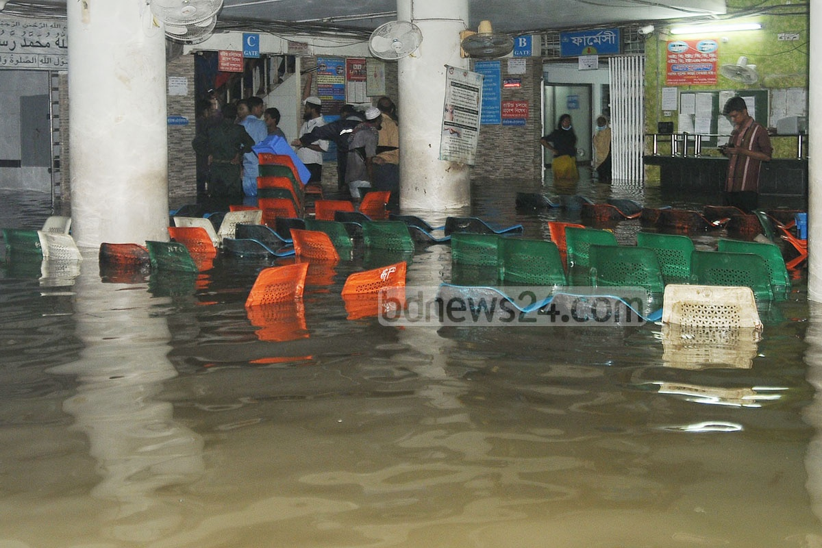 The waiting room of the Chattagram Maa-O-Shishu Hospital Medical College is submerged in rainwater on Monday. Photo: suman babu